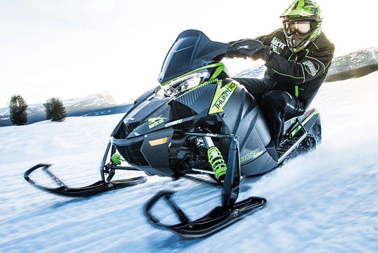 Enivrez-vous de vitesse avec la motoneige ZR9000 Thundercat d'Arctic Cat